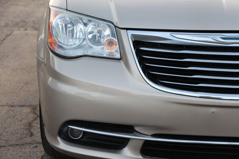 Chrysler Town and Country 2012 price $8,998