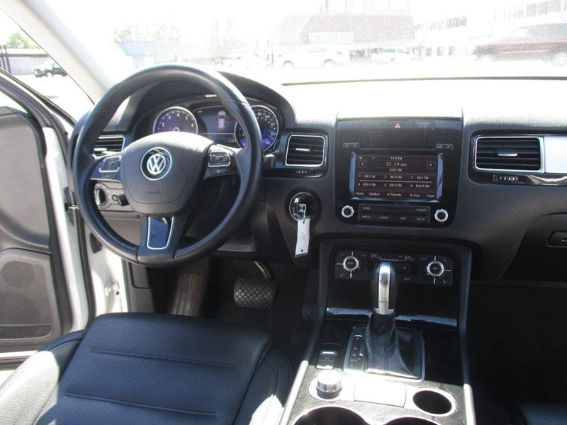 Volkswagen Touareg 2013 price $14,995