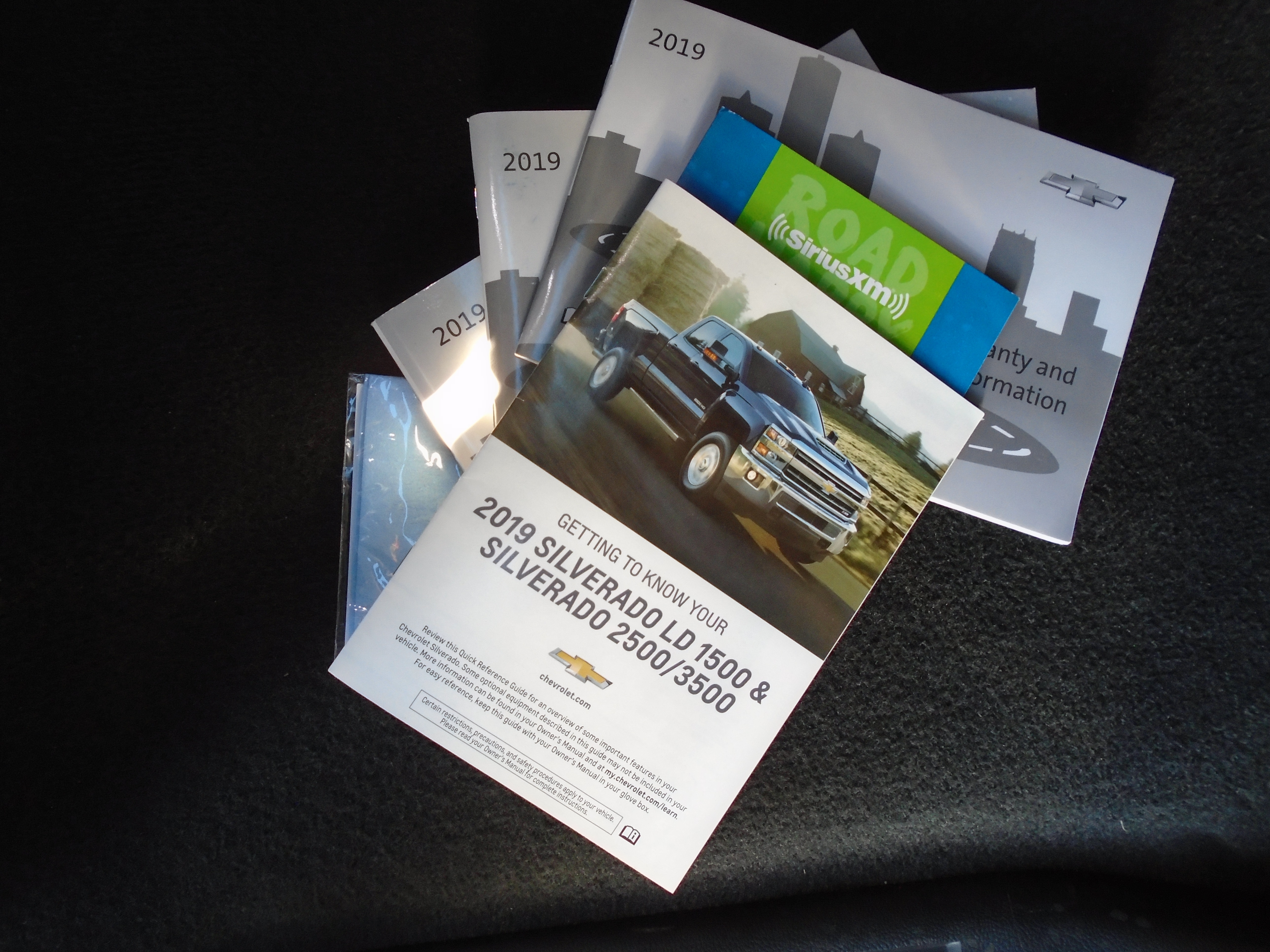 2016 Chevrolet Silverado 1500 2500 3500 Owners Manual with warranty guide