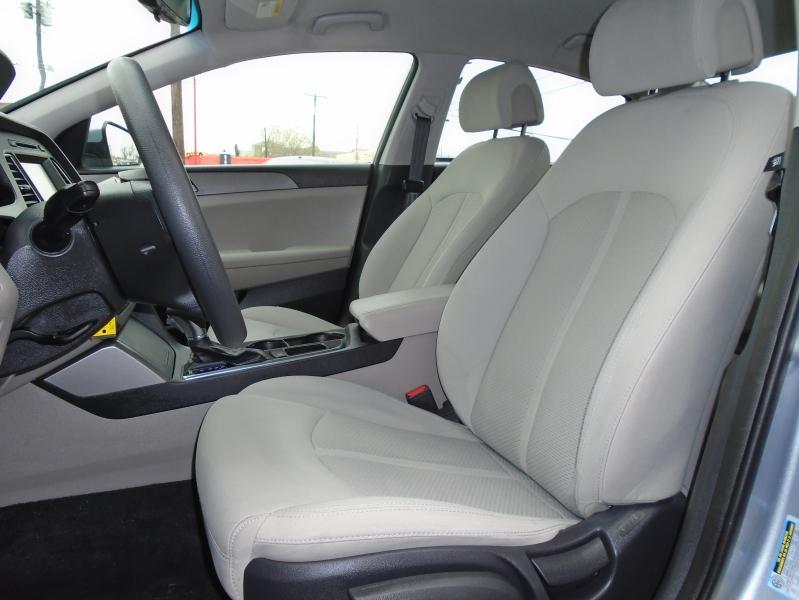 Hyundai Sonata 2016 price $8,900