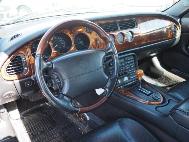 Jaguar XK-Series 2001 price $7,990