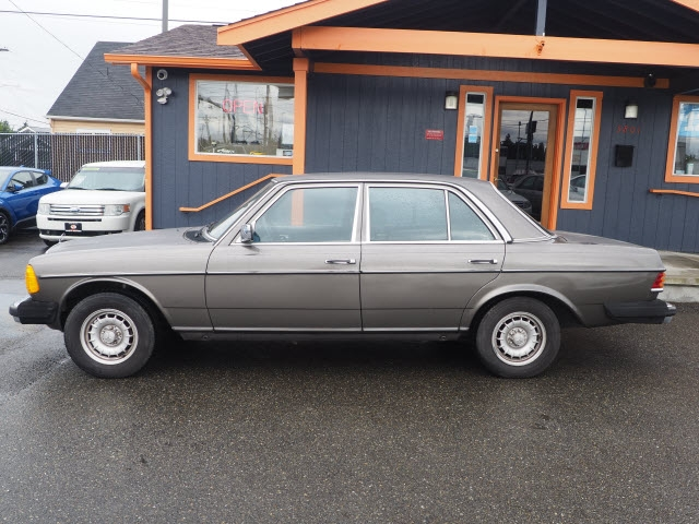 Mercedes-Benz 300 1983 price $3,990