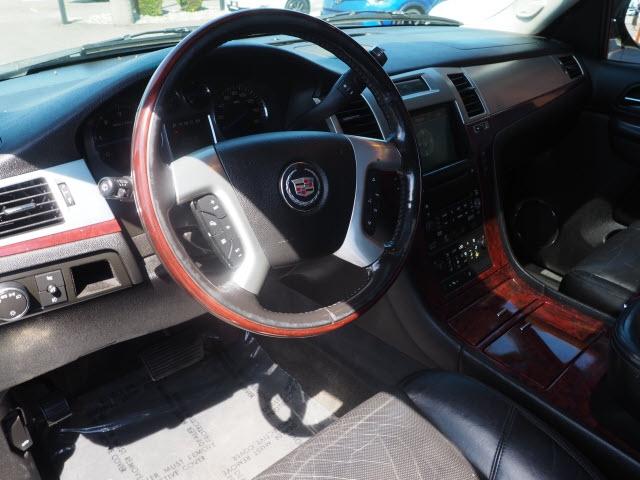Cadillac Escalade 2007 price $10,990