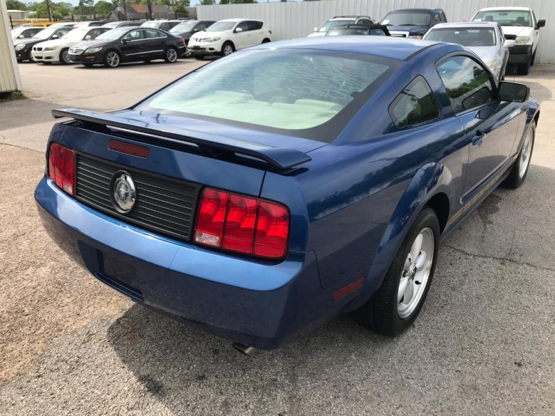 Ford Mustang 2006 price $4,500