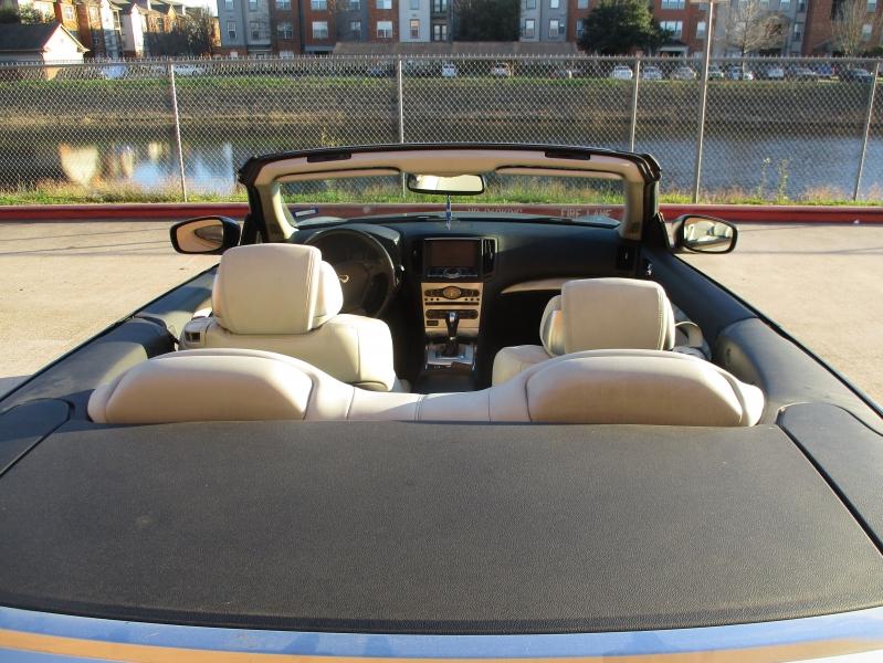 Infiniti G37 Convertible 2010 price $8,400
