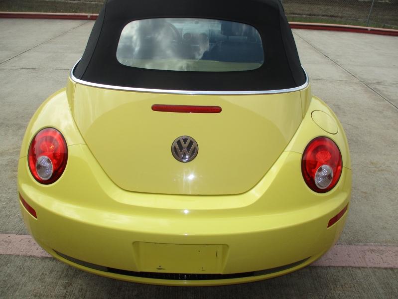 Volkswagen New Beetle Convertible 2008 price $4,200