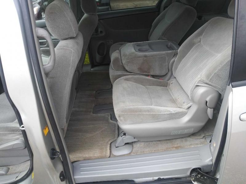 TOYOTA SIENNA 2006 price $4,995
