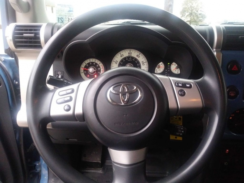 Toyota FJ Cruiser 2011 price $18,195