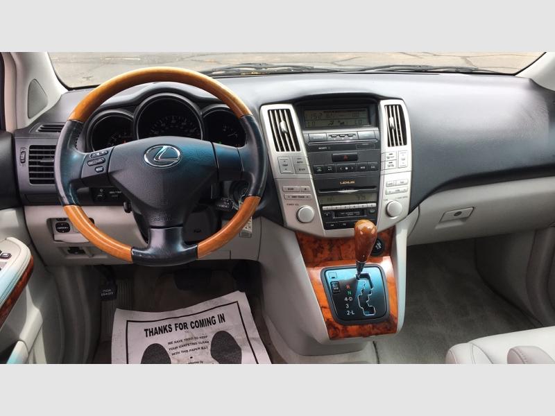 Lexus RX 330 2005 price $15,495