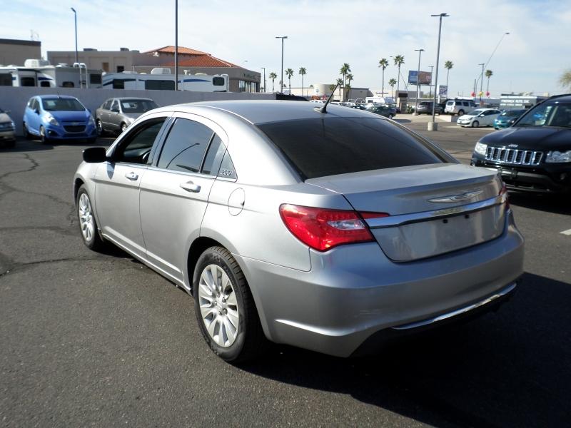 Chrysler 200 2014 price $11,595