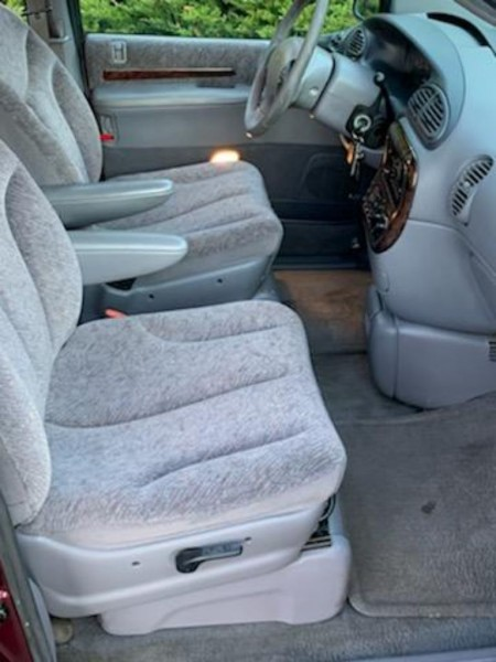 CHRYSLER TOWN & COUNTRY 1998 price $2,995