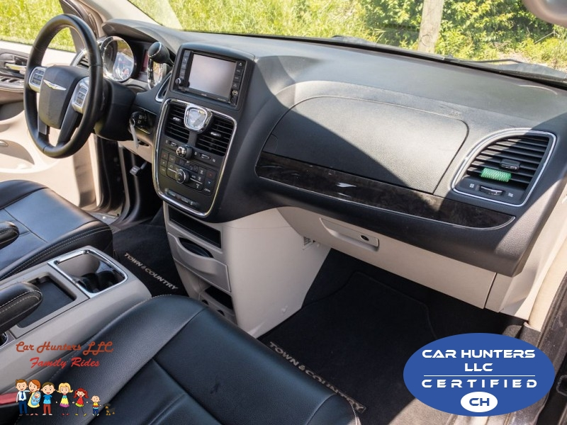 CHRYSLER TOWN & COUNTRY 2013 price $7,990
