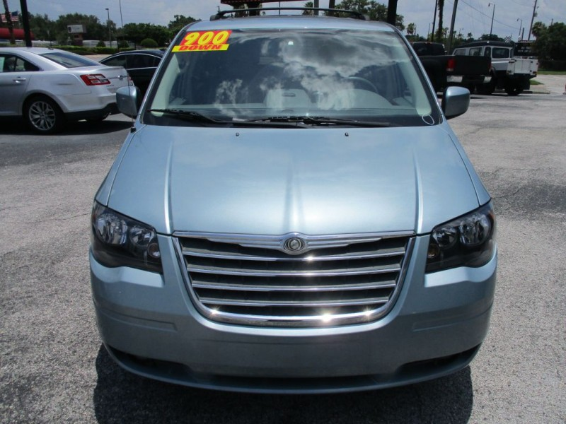 Chrysler Town & Country 2009 price $900 Down