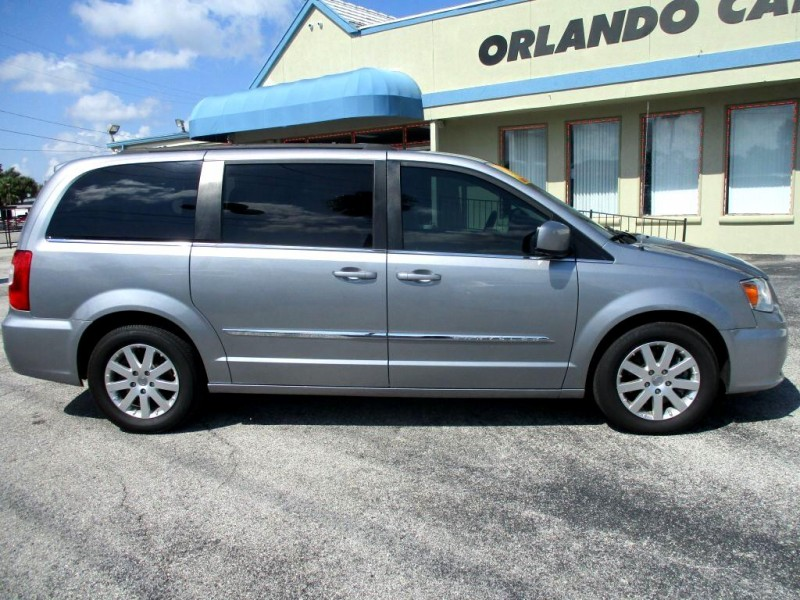 Chrysler TOWN & COUNTRY 2016 price $16,999