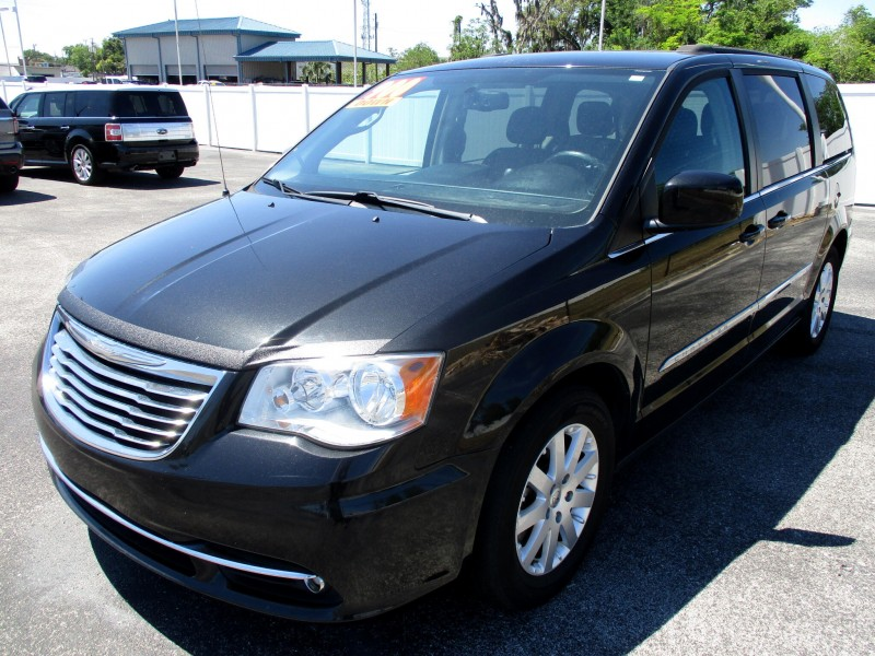 Chrysler Town & Country 2016 price $14,499