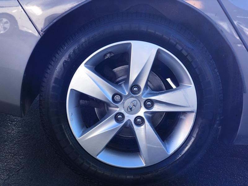 Hyundai Elantra 2011 price $10,294