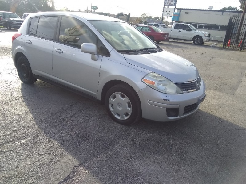Nissan Versa 2009 price $2,900