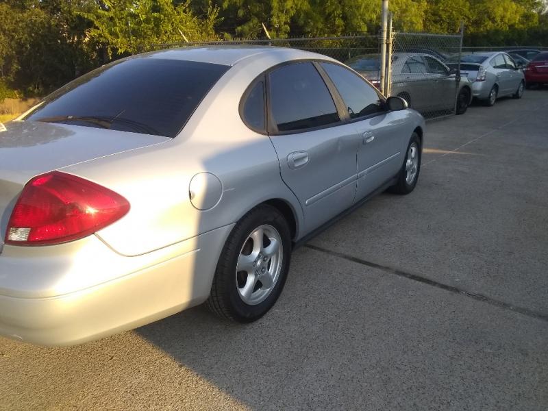 Ford Taurus 2003 price $1,800