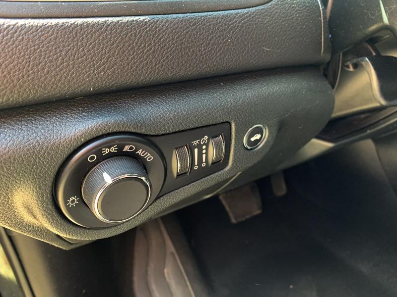 Chrysler 200 2015 price $11,800