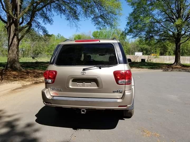 Toyota SEQUOIA 2005 price $5,599