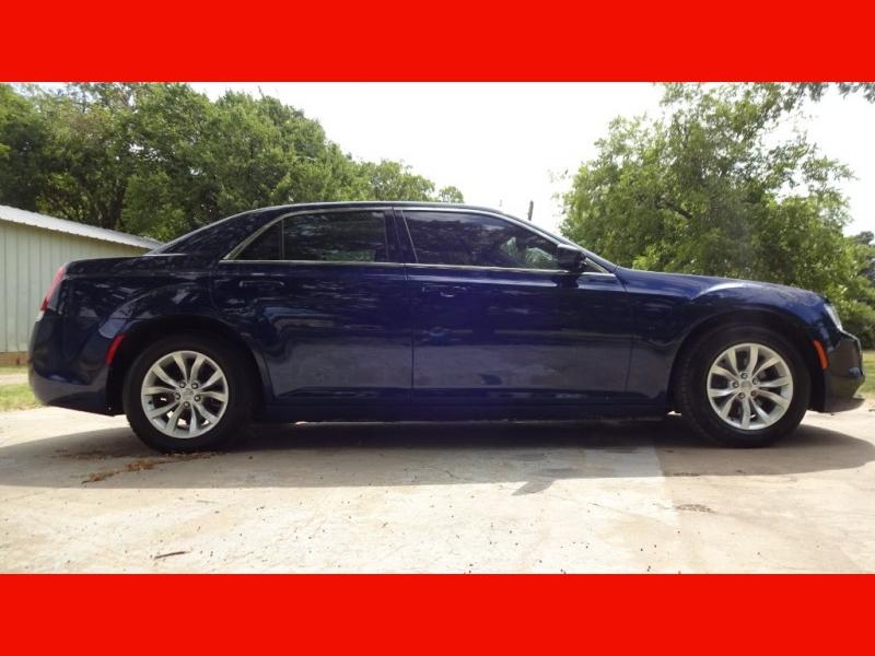 Chrysler 300-Series 2015 price $10,999