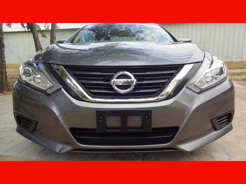 Nissan Altima 2017 price $10,999