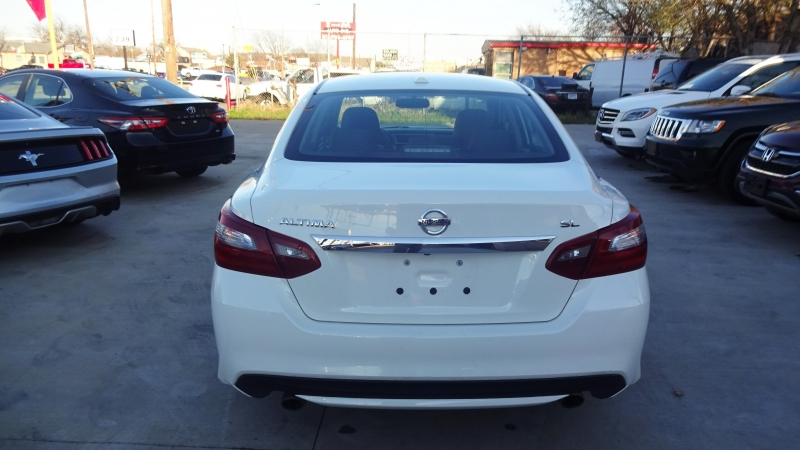 Nissan Altima 2018 price $13,999