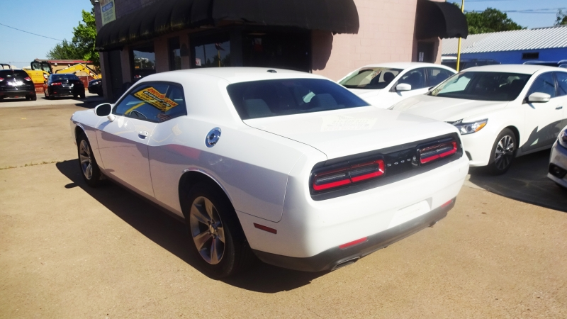 Dodge Challenger 2016 price $17,450