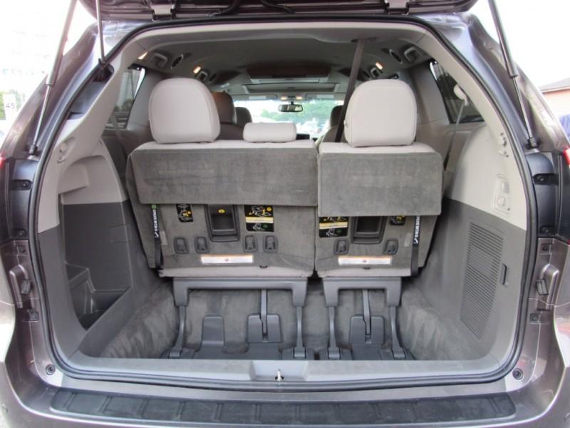 Toyota Sienna 2015 price $21,995