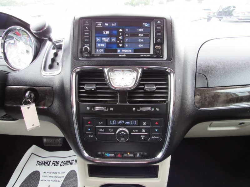 Chrysler Town & Country 2013 price $11,495