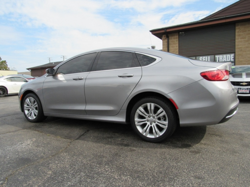 Chrysler 200 2016 price $12,495