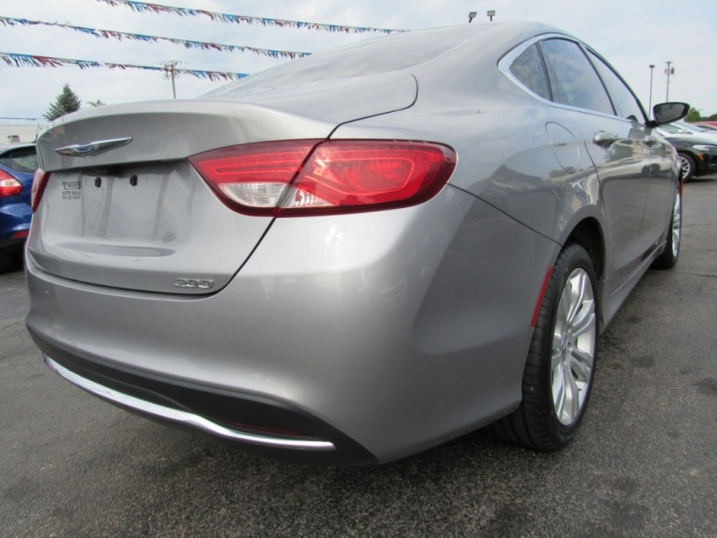 Chrysler 200 2016 price $13,995