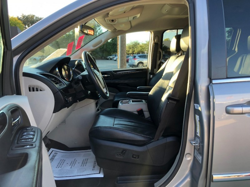 Chrysler Town & Country 2015 price $9,500