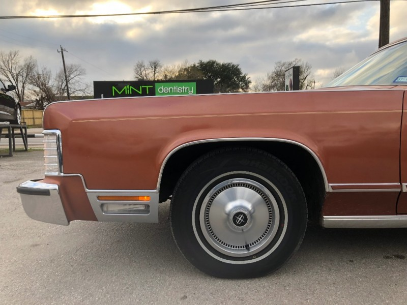 Lincoln Continental 1977 price $9,995 Cash