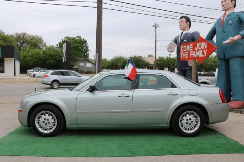 Chrysler 300 2006 price $4,995