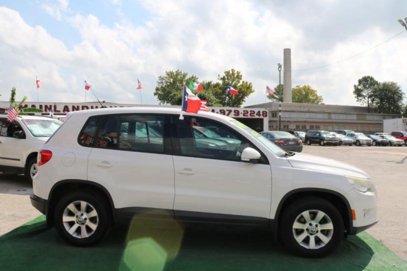 Volkswagen Tiguan 2010 price $6,995