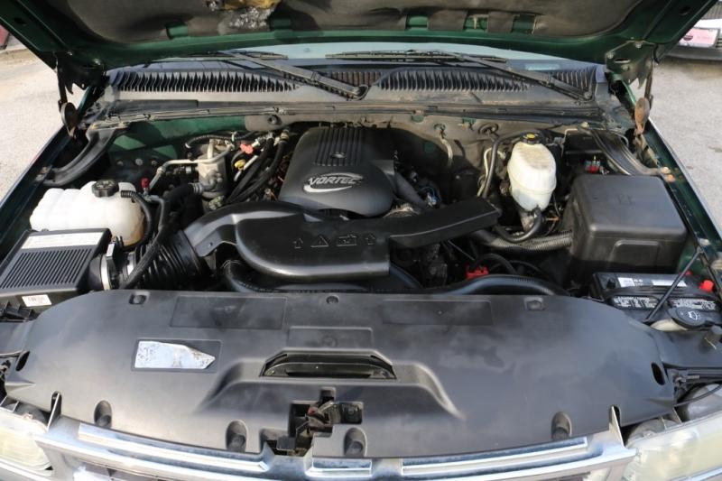 Chevrolet Suburban 2004 price $3,995 Cash