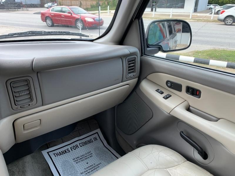 Chevrolet Suburban 2001 price $6,500