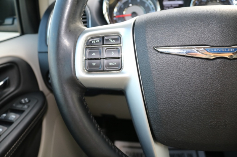Chrysler Town & Country 2012 price $8,995