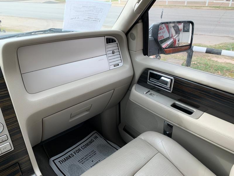Lincoln Navigator 2007 price $10,995