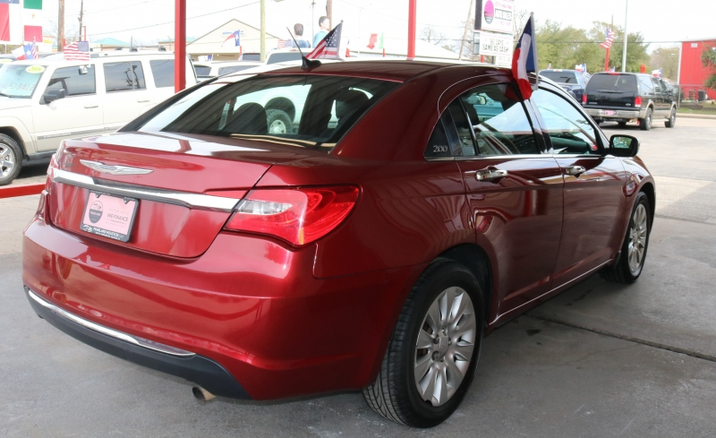 Chrysler 200 2014 price $7,995