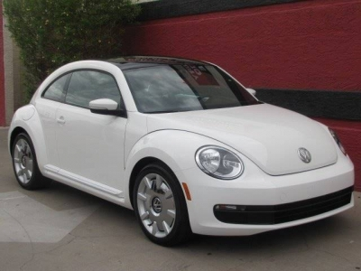 2013 Volkswagen Beetle 2.5L PZEV 2dr Coupe 6A w/ Sunroof, Sound and Navigation