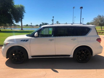 2011 Infiniti QX56 Base 4x4 4dr SUV w/ Split Bench Seat Package