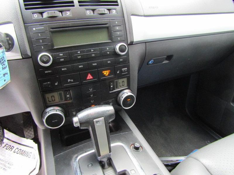 Volkswagen Touareg 2 2009 price $6,977