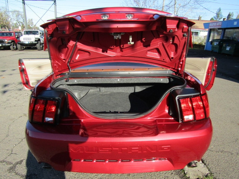 Ford Mustang 2004 price $7,977