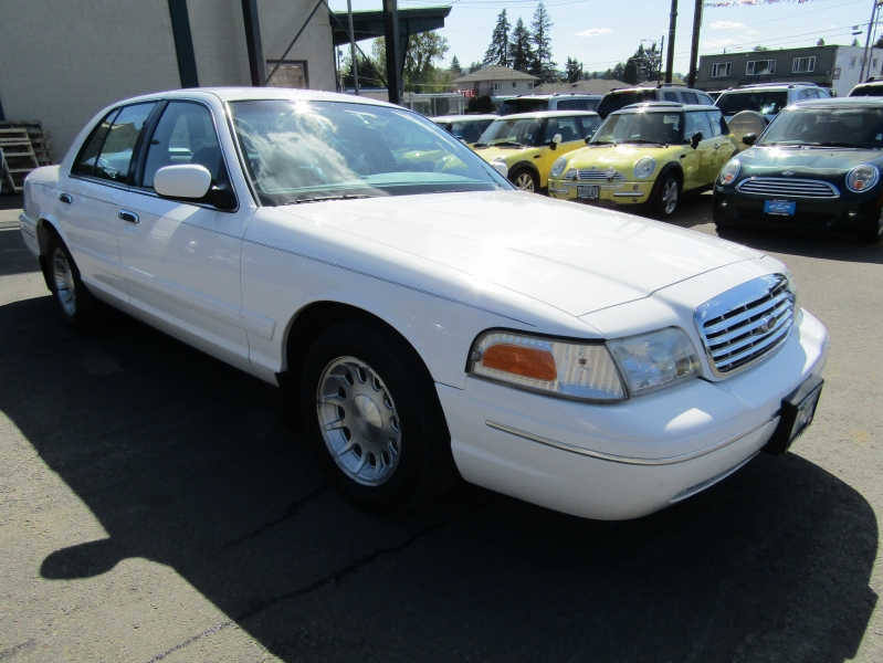 Ford Crown Victoria 1999 price $4,477