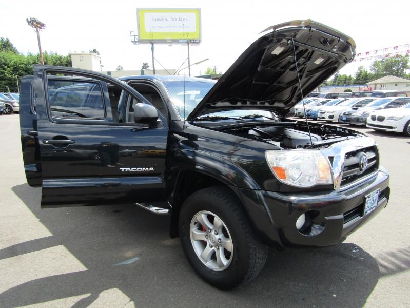 Toyota Tacoma 2005 price $10,477