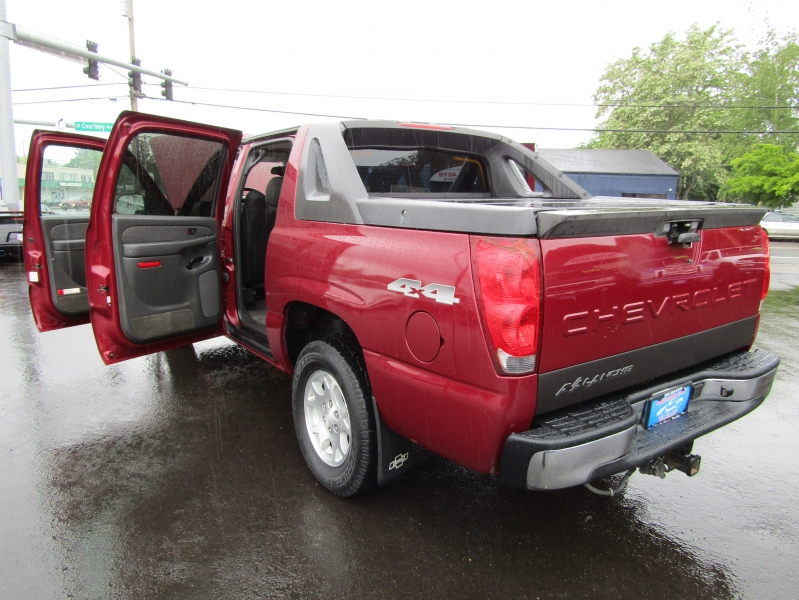 Chevrolet Avalanche 2004 price $6,977
