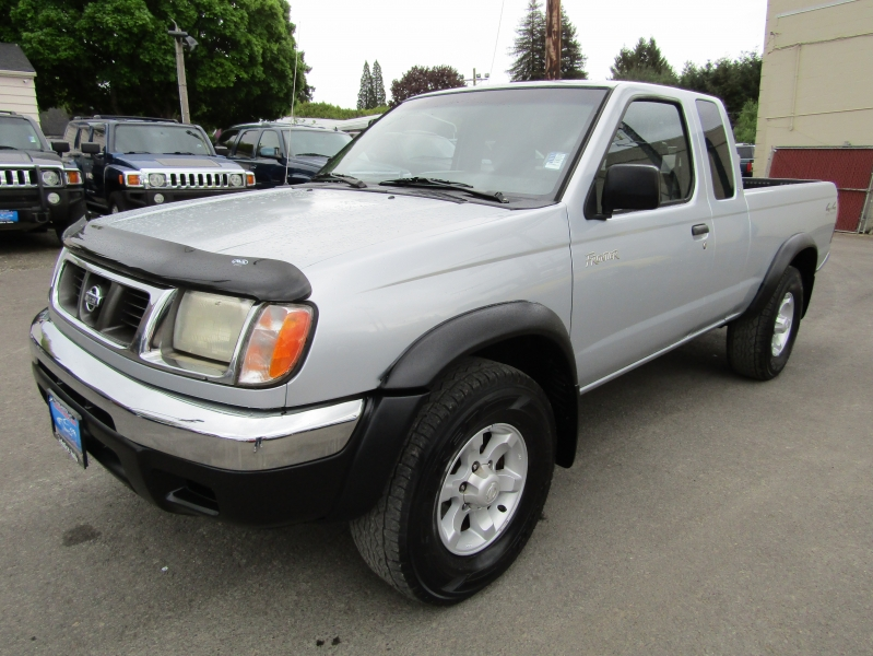 Nissan Frontier 2000 price $4,977