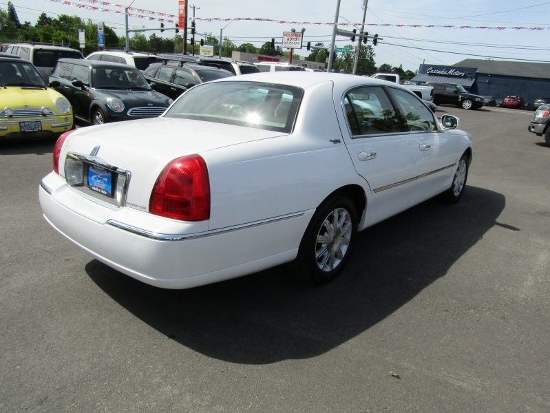 Lincoln Town Car 2010 price $4,477